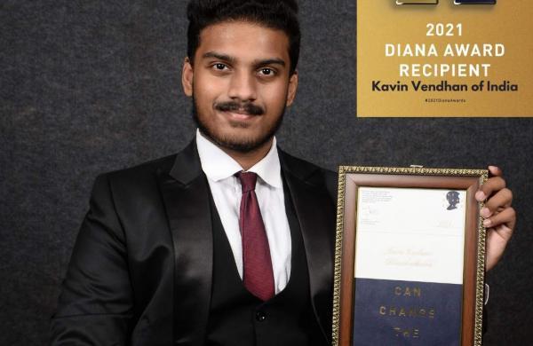Kavin_Vendhan_with_Diana_award_1