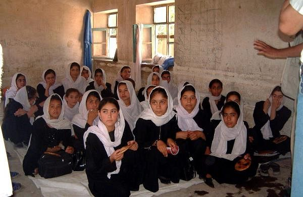 afghan-girls-receive-food-aid-and-education