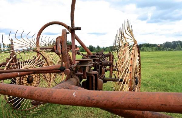 old-hay-tedders-1645497_1280